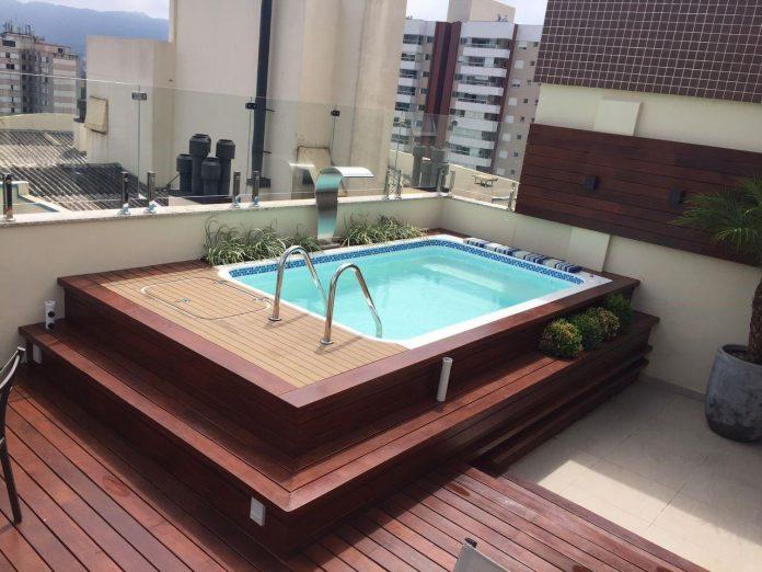 Piscina pré-fabricada sobreposta é a solução ideal para apartamentos e coberturas